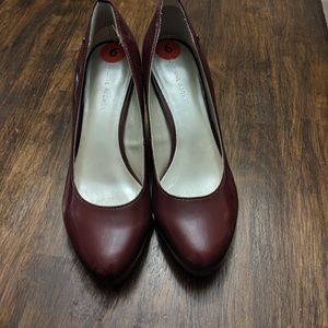 Etienne Aigner heels size 6 burgundy heels